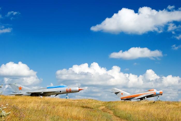 Vinylová Tapeta Dva sovětští proudová letadla na startu. Mig-21 a Mig-25 - Vzduch