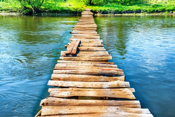 Sticker Pixerstick Vieux pont en bois à travers la rivière - Thèmes