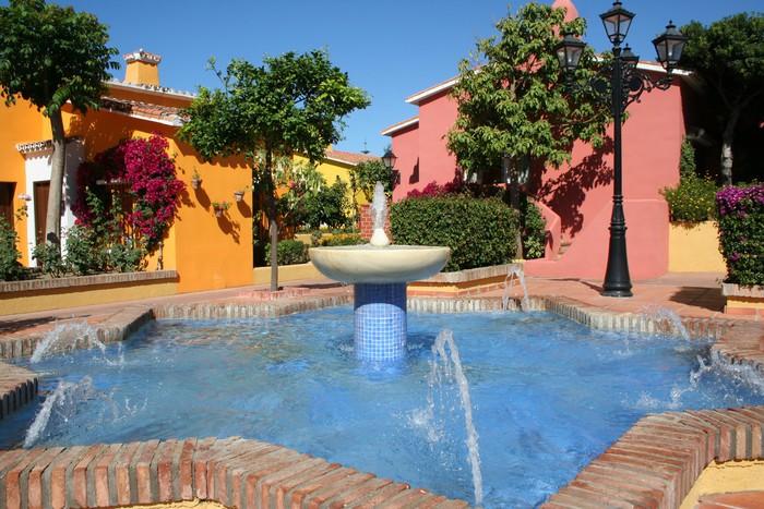 Vinylová fototapeta Sunny terasa s fontánou, Španělsko - Vinylová fototapeta