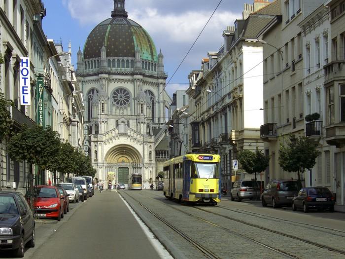 Vinylová Tapeta Tramvajových dans une rue à Bruxelles - Železnice