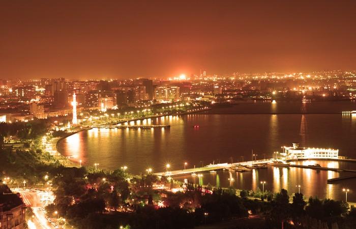 Vinylová Tapeta Město v noci Baku - Město