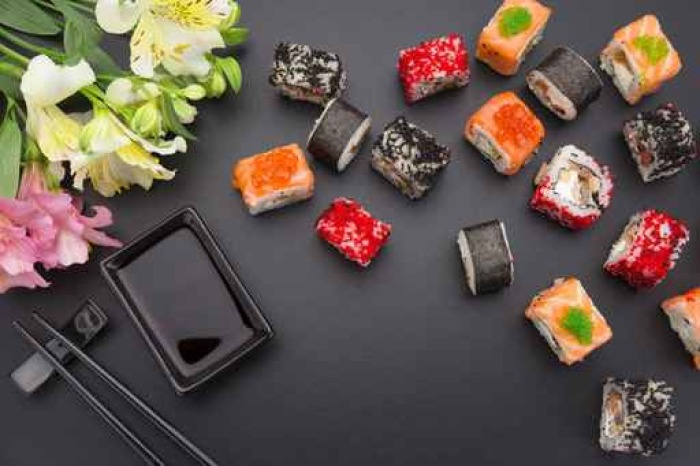 Fototapete Japanische Küche. Set Sushi-Mix Rolle mit differen ...