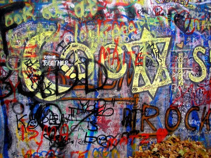 tableau sur toile graffiti mur de lennon pixers nous vivons pour changer. Black Bedroom Furniture Sets. Home Design Ideas