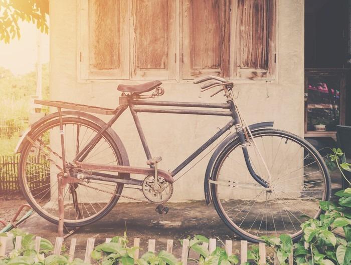 fototapete weinlese fahrrad oder altes fahrrad vintage park auf alten mauer nach hause pixers. Black Bedroom Furniture Sets. Home Design Ideas