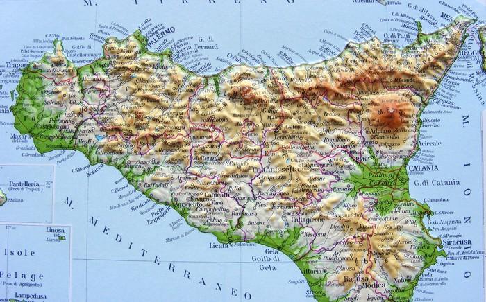 Carta da parati carta geografica della sicilia pixers for Carta da parati cartina geografica