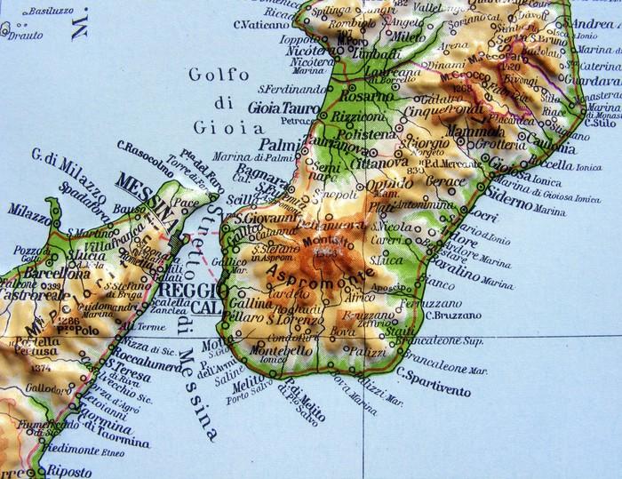 Carta da parati carta geografica della calabria pixers for Carta da parati cartina geografica
