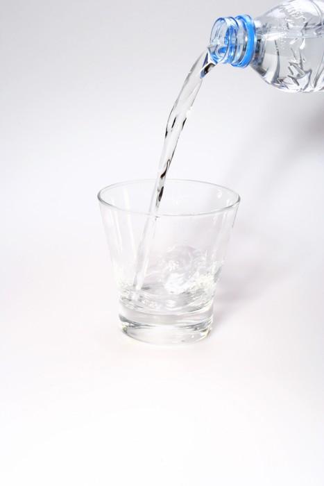 Vinylová Tapeta Nalití vody do sklenice - Doplňky
