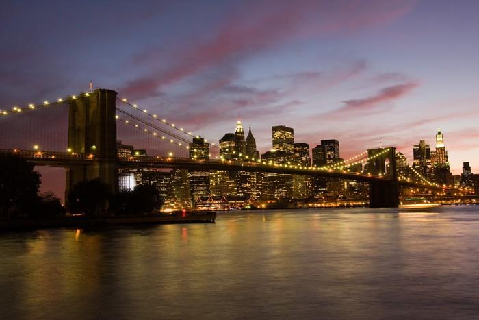 poster pont de brooklyn et manhattan au coucher du soleil new york pixers nous vivons pour. Black Bedroom Furniture Sets. Home Design Ideas