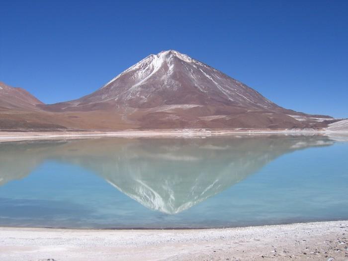 Vinylová Tapeta Volcán Licanabur odráží v Laguna Verde - Prázdniny