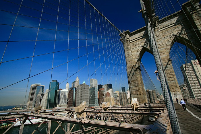 Brooklyn bridge and manhattan canvas print pixers we for Accents 3101 salon