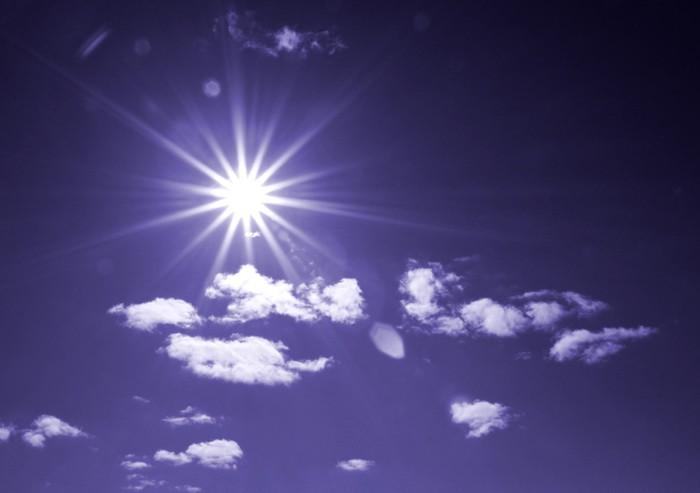Vinylová Tapeta Slunce na zatažené obloze - Nebe
