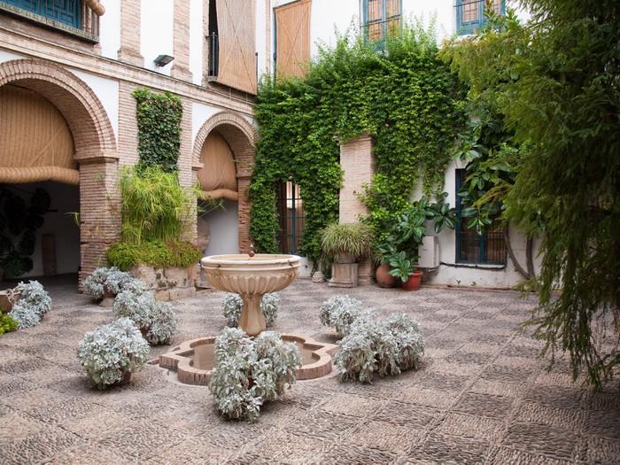 Vinylová Tapeta Plantes et dans le Fontaines patio du Palais - Evropa