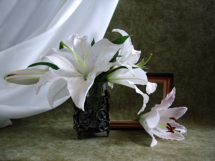 Bouquet Of White Lily In A Vase Wall Mural Pixers We Live To Change