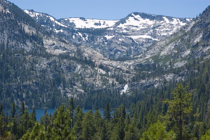 Vinylová Tapeta Big zasněžený hora u jezera Tahoe - Prázdniny