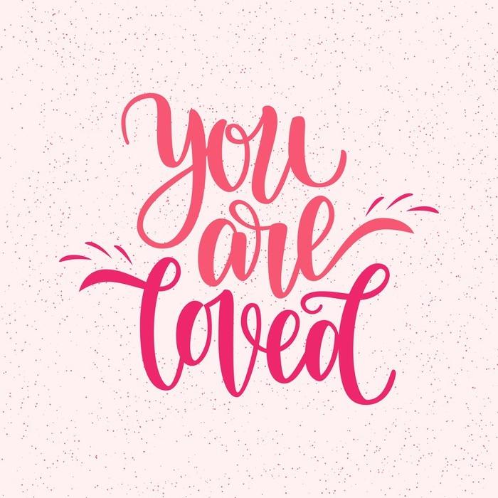 Nálepka Pixerstick Ručně napsané, že jste milovaná fráze. vektorová karta pro valentýnský den, 14 února. vektorové ilustrace izolovaných na růžové. design kartáčových nápisů, připraven k tisku pro den svatého valentína - Grafika