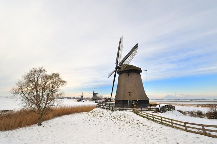 Vinylová Tapeta Krásné zimní krajina větrný mlýn - Roční období