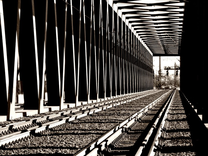 Parallelgurtige Stahlfachwerkeisenbahnbrücke