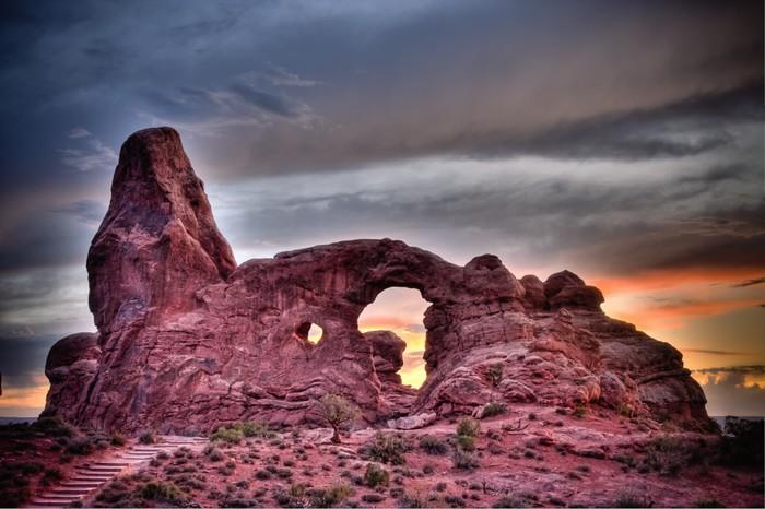 Vinylová Tapeta Věž oblouk při západu slunce, při pohledu v národním parku Arches, Utah - Amerika
