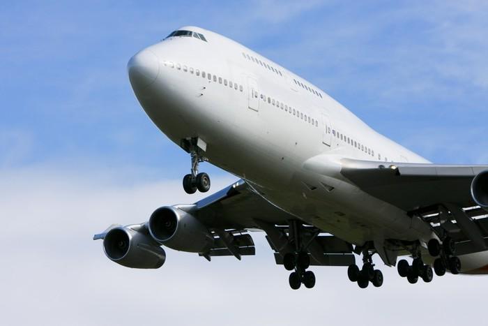 Boeing 747 jumbo jet in flight Wall Mural Pixers We live to change