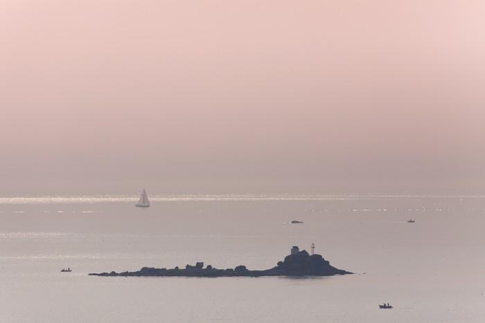 Vinylová Tapeta Mer océan voilier naviguer calme rocher růže mlčení Marin - Voda