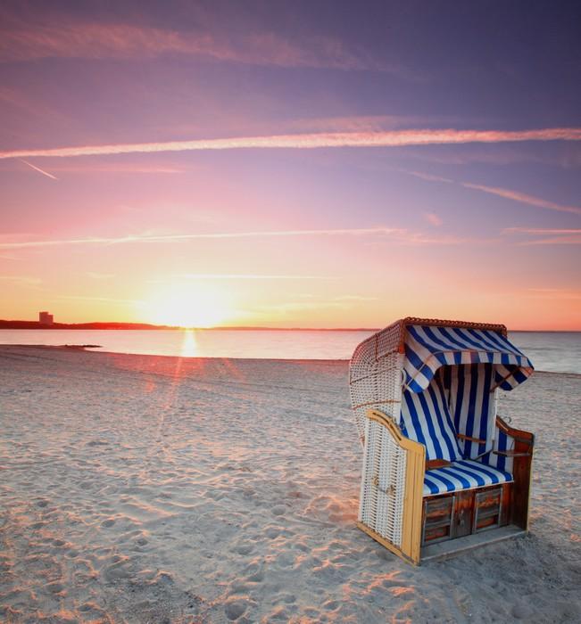 Strandkorb sonnenuntergang  Fototapete Ostsee Strandkorb im Sonnenuntergang • Pixers® - Wir ...
