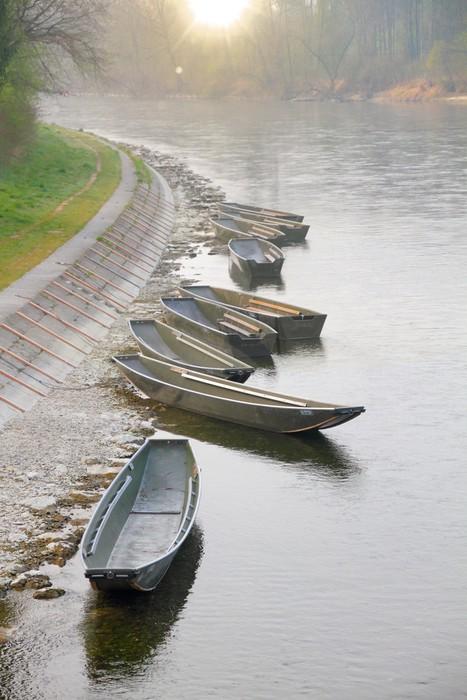 Vinylová Tapeta Řadové lodě na břeh řeky - Outdoorové sporty