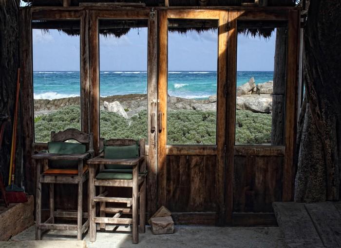 fototapete fenster seascape blick vom alten holzrahmen zimmer pixers wir leben um zu ver ndern. Black Bedroom Furniture Sets. Home Design Ideas
