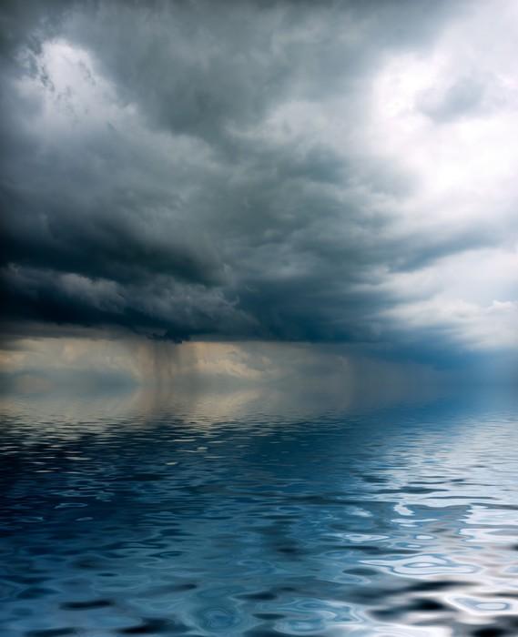 Vinylová Tapeta Bouře visí nad mořem - Přírodní katastrofy