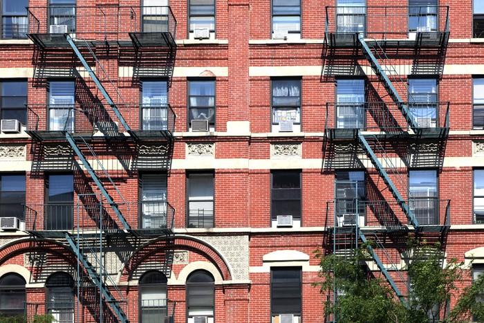 Fotobehang gevel van het oude huis met brandtrap in new york