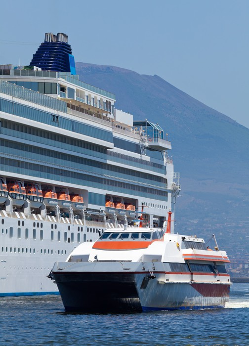 Vinylová fototapeta Cestující katamarán a velká výletní loď - Vinylová fototapeta
