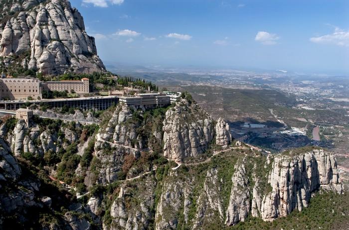 Fototapeta Góra góra klasztor Montserrat w Hiszpanii • Pixers® • Żyjemy by ...