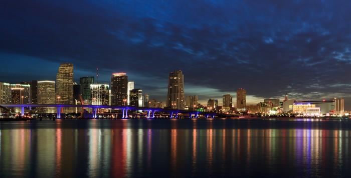 Vinylová Tapeta Downtown Miami Skyline za soumraku - Amerika