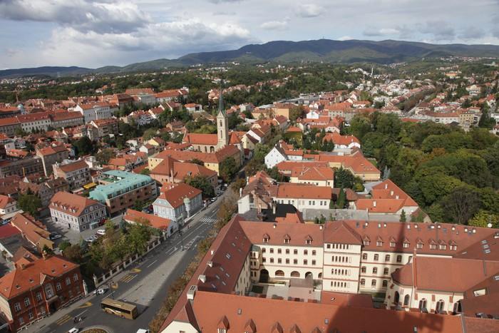 Vinylová Tapeta Letecký pohled na Záhřeb, hlavní město Chorvatska - Evropa