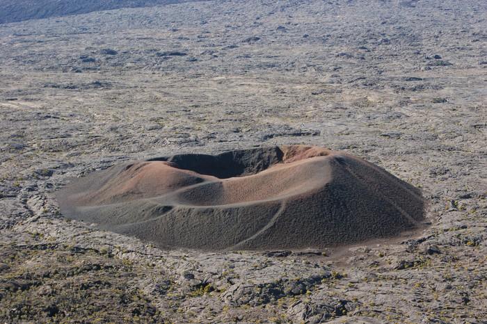 Vinylová Tapeta Cratere Bory au pied du Piton de la Fournaise - Prázdniny
