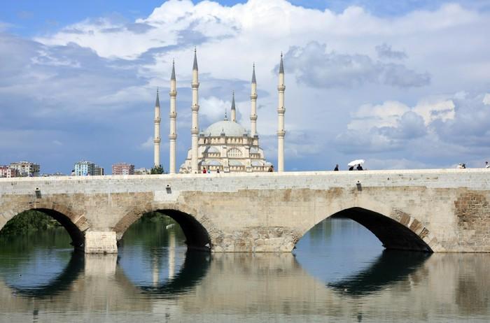 Vinylová Tapeta Kamenný most a centrální mešita Sabanci Adana, Turecko - Střední Východ