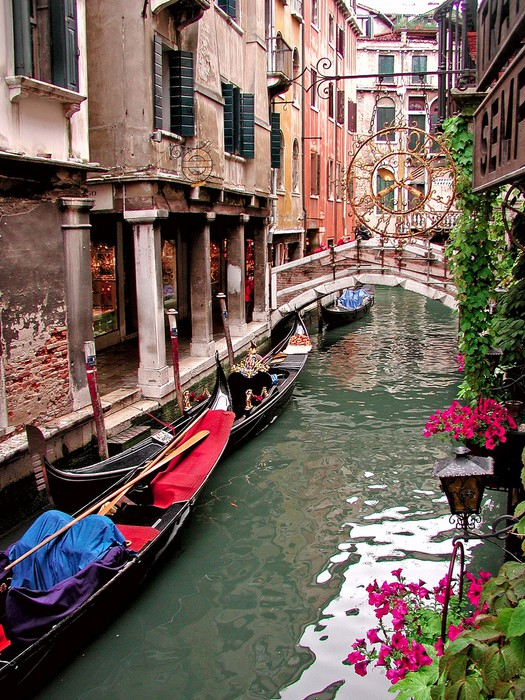 Canal scene in venice italy wall mural pixers we live for Castorama mestre