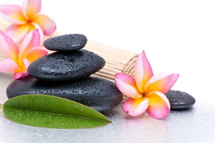 fotomural estndar relajacin y spa concept plumeria flores y piedras zen belleza y cuidado - Piedras Zen