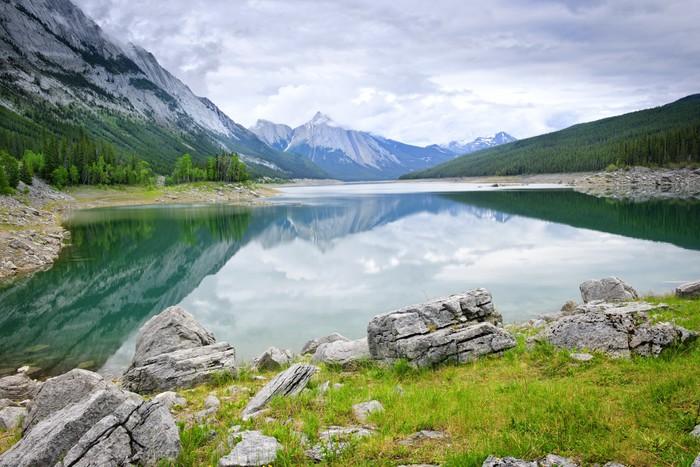 Górskie jezioro w Parku Narodowym Jasper