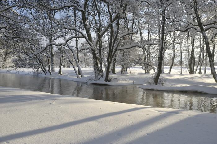 Vinylová Tapeta River Nybroån orámovaný zimní krajině - Voda