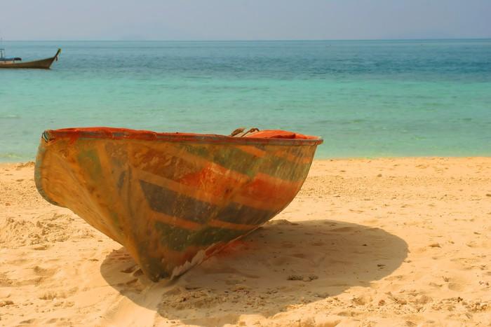 Vinylová Tapeta Starý hodil loď na pláži - Prázdniny