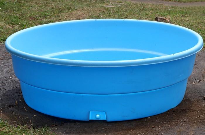 Sticker petite piscine en plastique pixers nous for Piscine en plastique