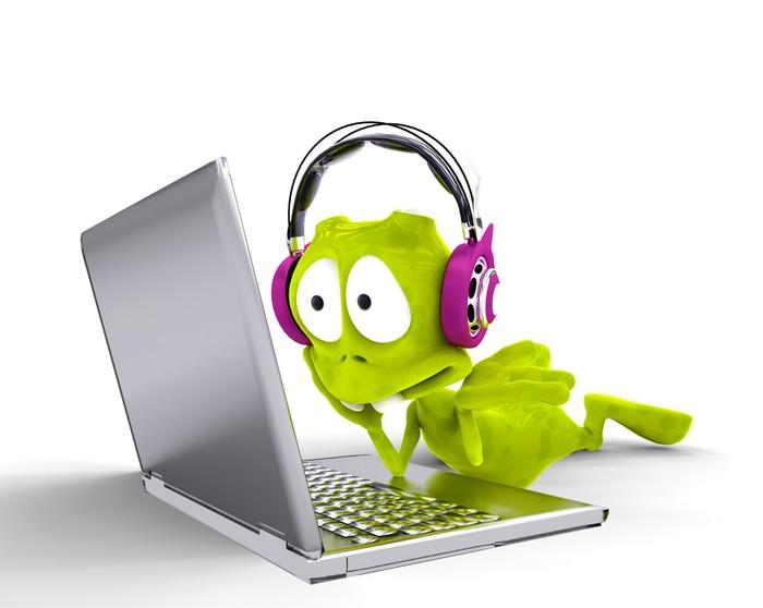 Adesivo straniero dj cartone animato con il computer