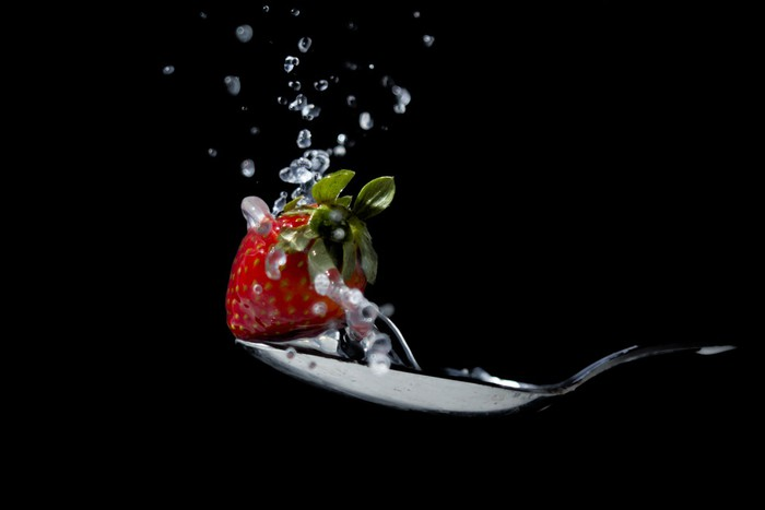 Vinylová Tapeta Strawberry na tekoucí vody a lžičkou - Témata