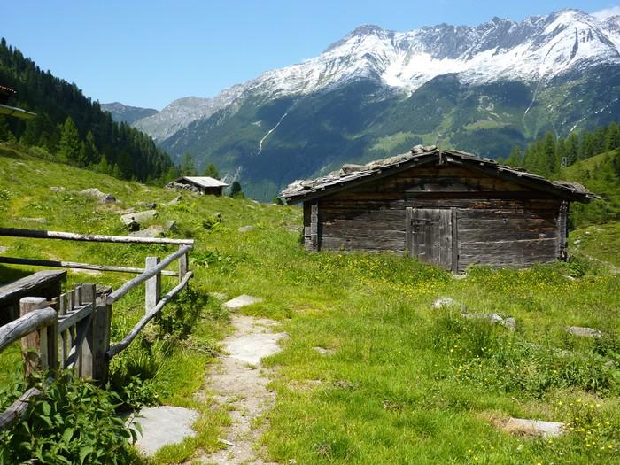 fototapete uriges ferienhaus in den alpen pixers wir leben um zu ver ndern. Black Bedroom Furniture Sets. Home Design Ideas