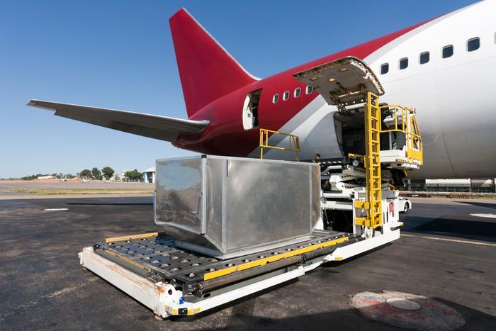 Vinylová Tapeta Načítání nákladní letadlo - Vzduch