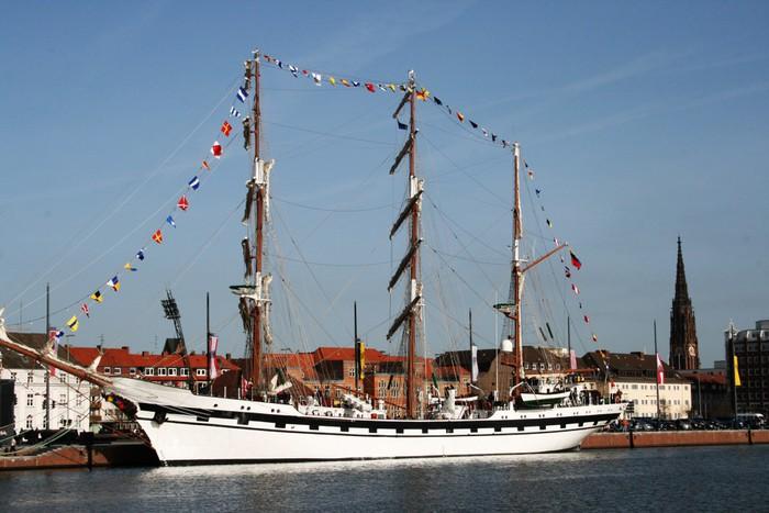 Vinylová fototapeta Segelschulschiff Bremerhaven - Vinylová fototapeta