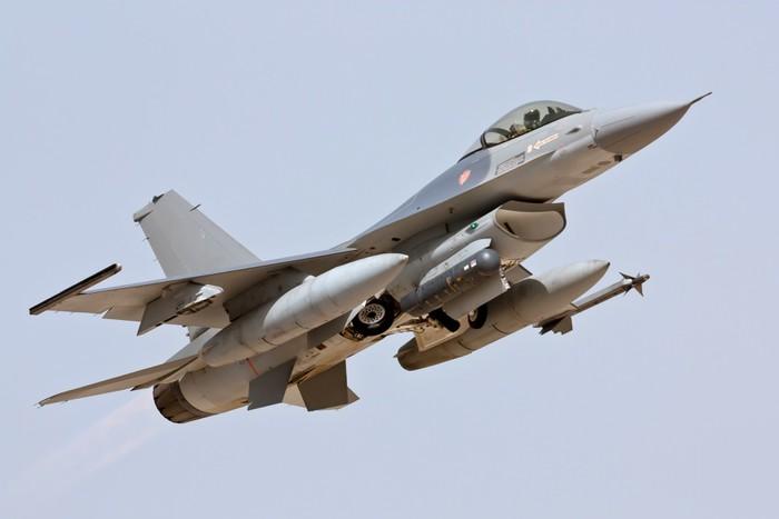 Nálepka Pixerstick F-16 - Take Off - Témata
