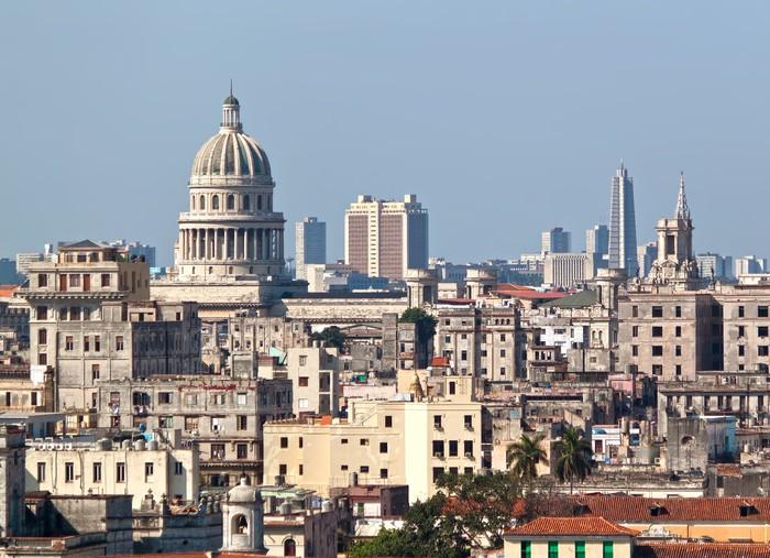 Vinilo Pixerstick Vista panorámica de la Habana Vieja en un hermoso ...