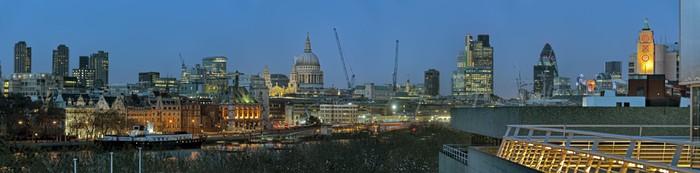 Panoramiczny widok na miasto Londyn Anglia UK Europie o zmierzchu