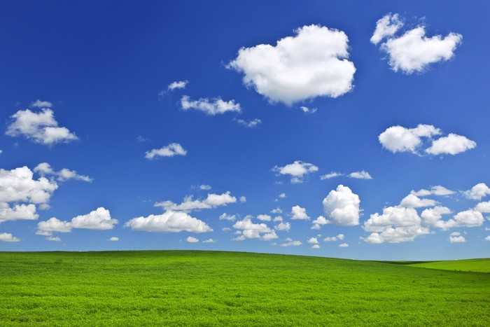 Vinylová Tapeta Zelené kopce pod modrou oblohou - Venkov
